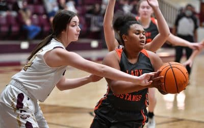 Lady Eagles Soar Over Mustangs 72-22